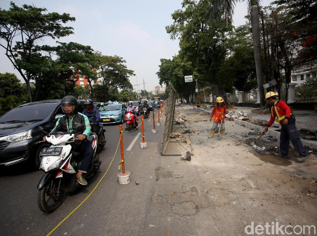 Selain Cikini, Ada Proyek Revitalisasi Trotoar di Salemba
