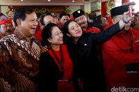 Politik Prabowo: Hangat dengan Mega, Akrab dengan Paloh