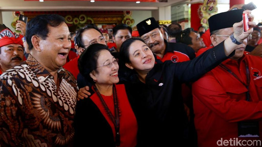 Swafoto Bareng Prabowo, Mega dan Puan Semringah Banget
