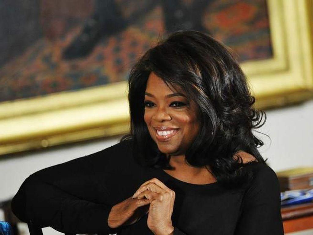 Oprah Winfrey Jatuh di Panggung Tur (dan Tertawa)