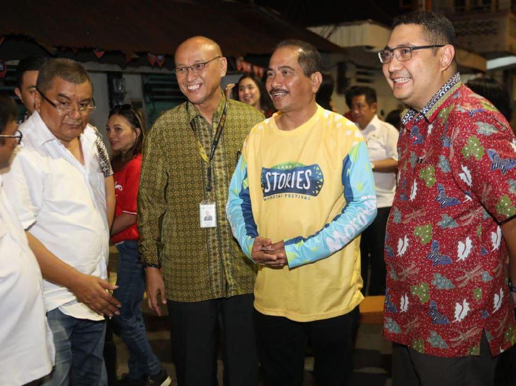 Tiba di Manado, Menpar Berburu Kuliner Seafood di Pedagang PKL