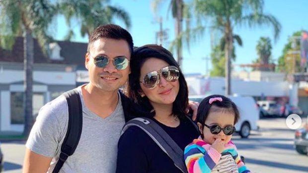 Nabila Syakieb bersama suami dan anaknya