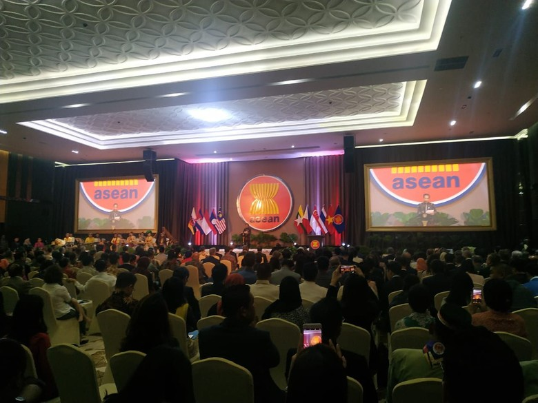 Resmikan Gedung Sekretariat ASEAN, Jokowi Kenang Masa Jabat Gubernur DKI