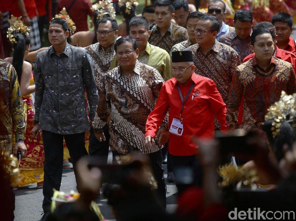 Penuhi Janji, Prabowo Hadiri Kongres V PDIP