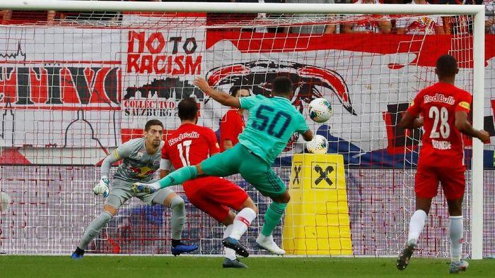 Real Madrid mengalahkan Salzburg 1-0 berkat gol Eden Hazard. (Foto: Leonhard Foeger / Reuters)