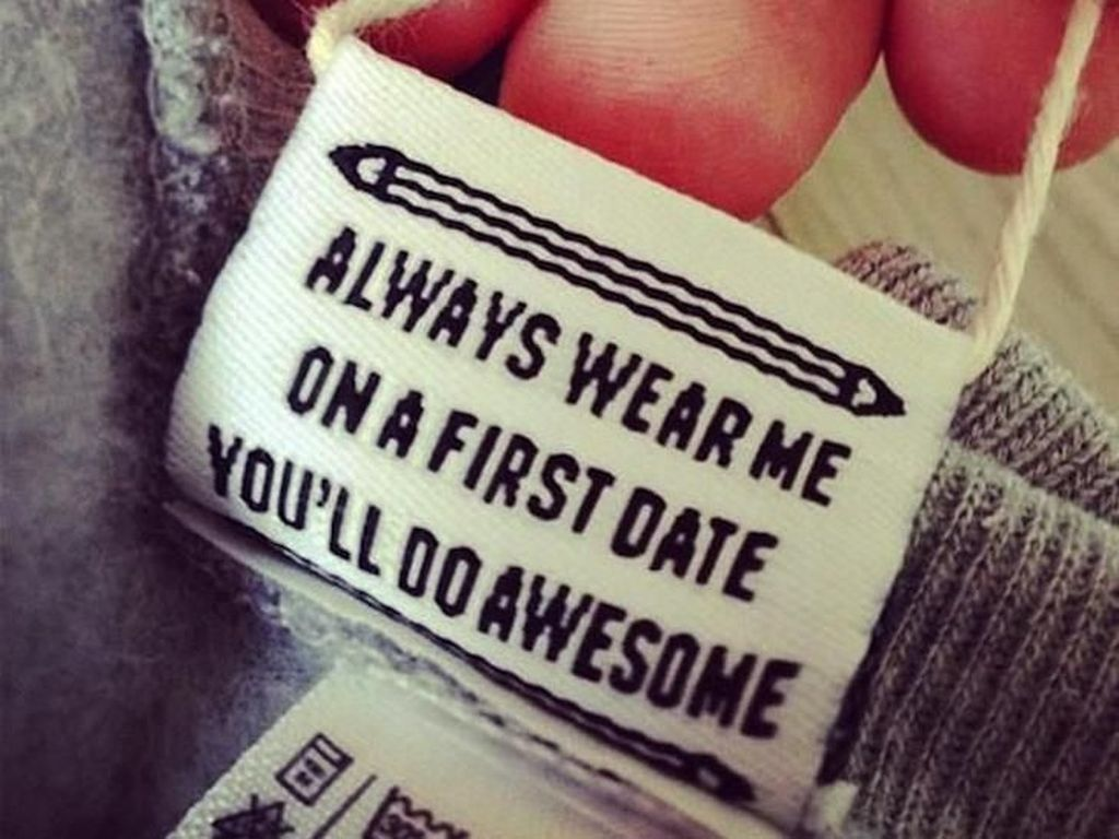 10 Pesan Kocak di Label Baju yang Bikin Kamu Senyum-senyum Sendiri