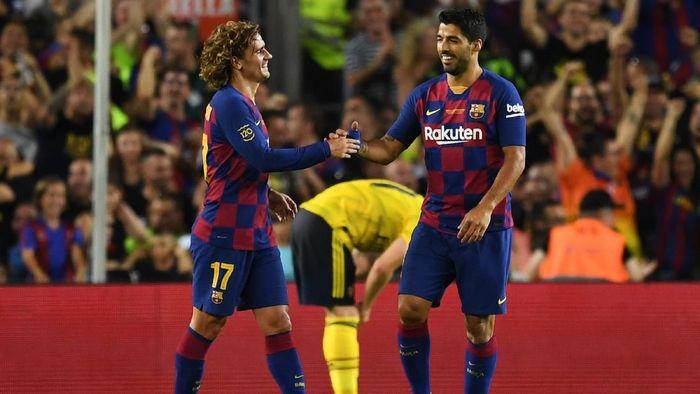 Luis Suarez berharap Antoine Griezmann bisa segera beradaptasi dengan gaya main Barcelona (Foto: David Ramos/Getty Images)