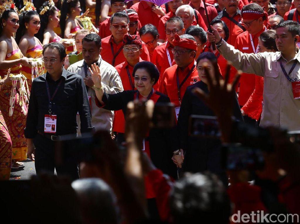 Prananda-Puan di Kanan Kiri Megawati