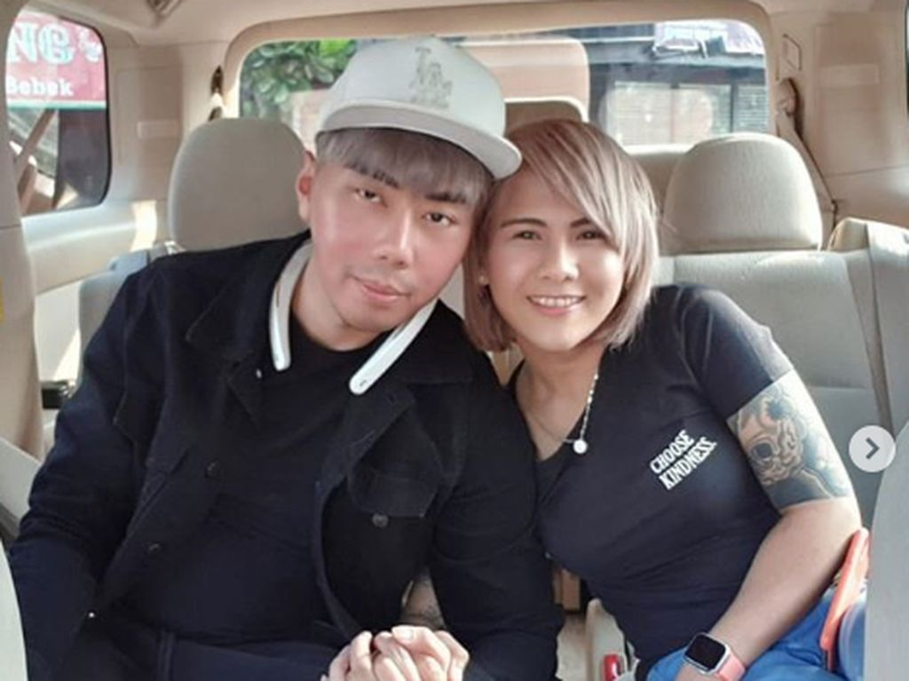 Evelyn Malu-malu Ungkap Hubungannya dengan Roy Kiyoshi