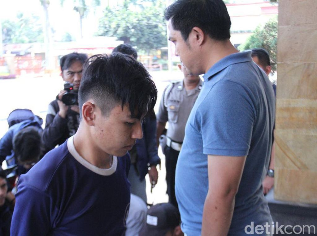 Menerka Motif Pembunuh 22 Kali Tusuk Wanita Setengah Bugil di Bandung