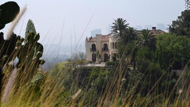 A new home, seen August 7, 2019, on Cielo Drive in Beverly Hills, California, has replaced the now razed home in which Sharon Tate and four others were killed by the Manson Family 50 years ago. - The gruesome two-day murder spree orchestrated by Charles Manson which left pregnant actress Sharon Tate and six other people dead still haunts the American psyche as the 50th anniversary of the August 8 and 9, 1969 killings nears. (Photo by Robyn Beck / AFP)