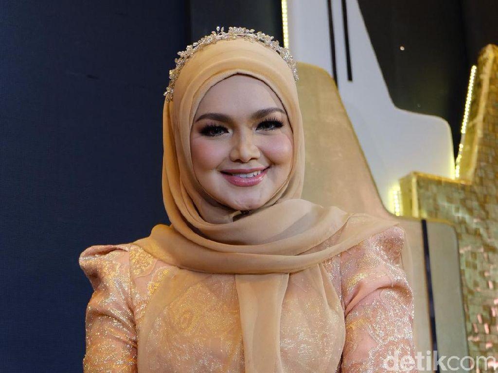 Melly Goeslaw Sumbang Lagu di Album Siti Nurhaliza