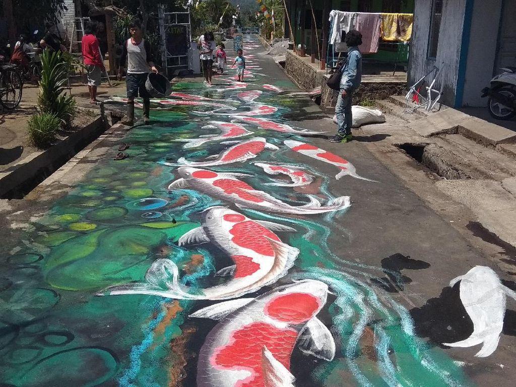 Kece! Jalanan Kampung di Magelang Disulap Jadi Sungai yang Penuh Koi