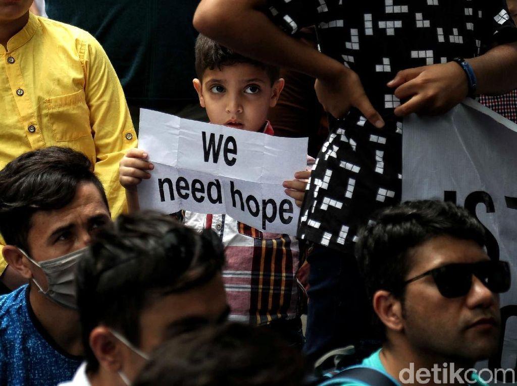 Para Pencari Suaka Mencari Keadilan di UNHCR