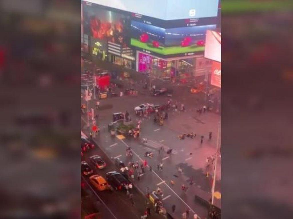 Dikira Tembakan, Letupan Knalpot Picu Kepanikan di Times Square New York