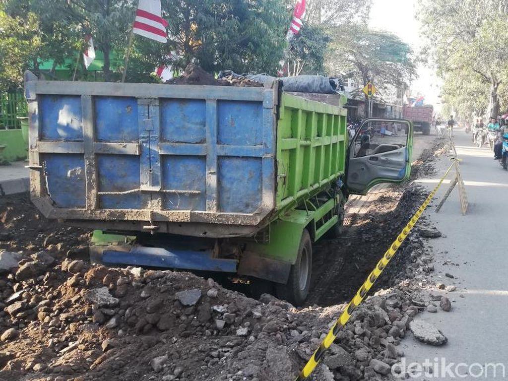 Jalan KH Mansyur Kota Pasuruan Diperbaiki Setelah 18 Bulan Rusak