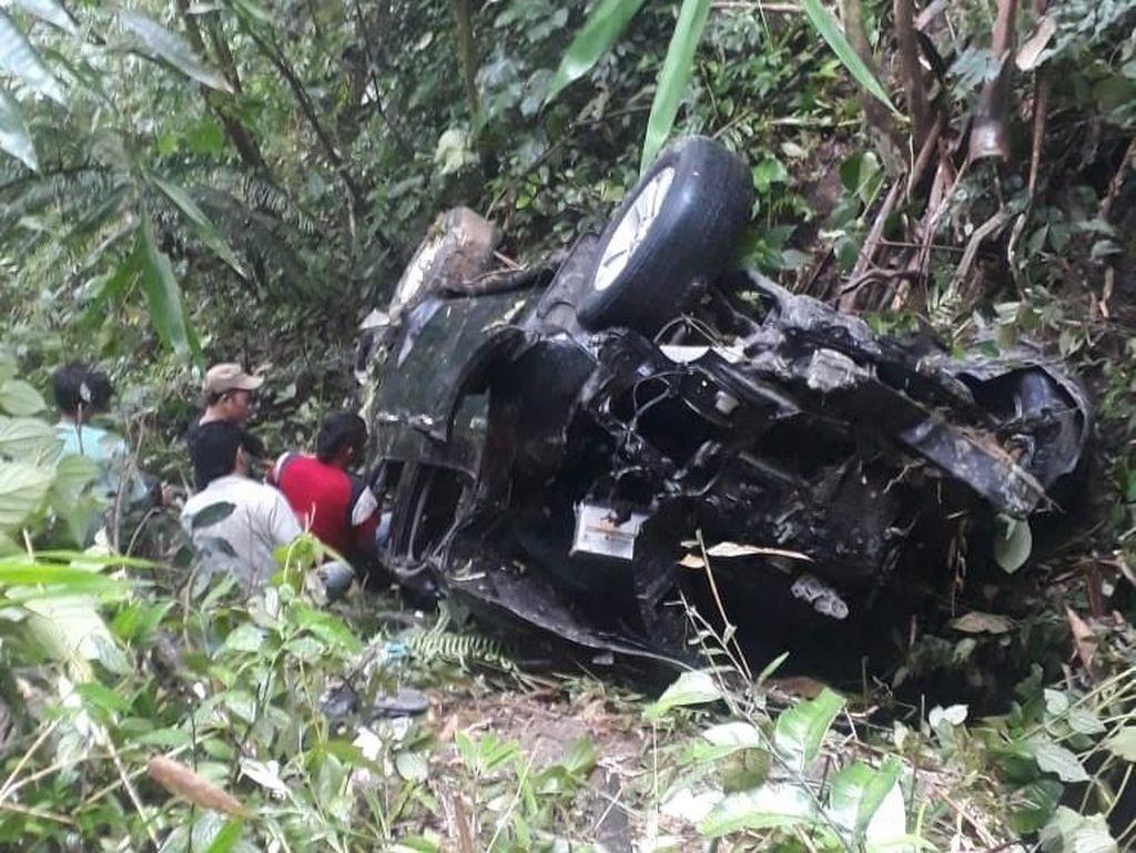 Mobil Masuk Jurang di Simalungun, 5 Orang Terluka