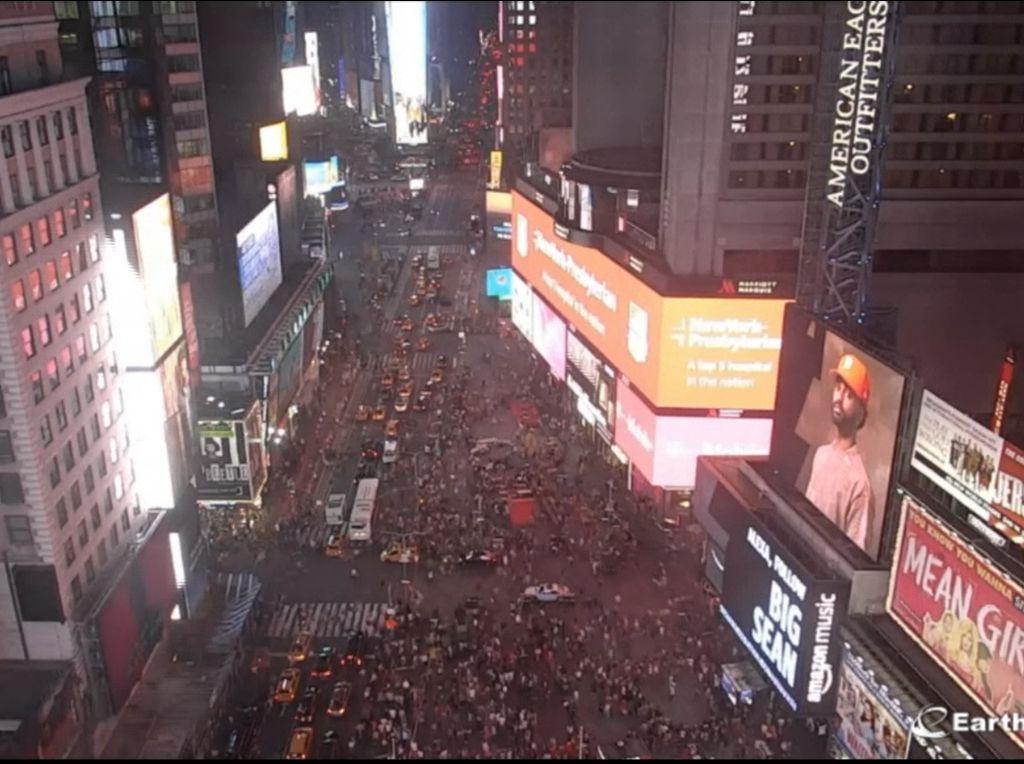 Cerita Kepanikan Massal Turis di Times Square New York