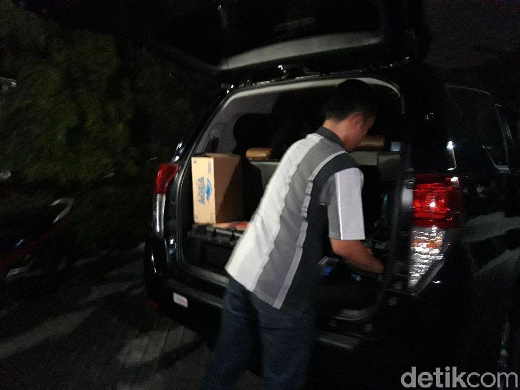 Dari Penggeledahan Rumah Eks Sespri Pakdhe Karwo, KPK Bawa 2 koper dan kardus