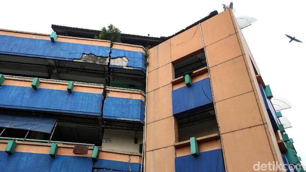 Duh! Gedung Pasar Tanah Abang Blok G Retak Parah