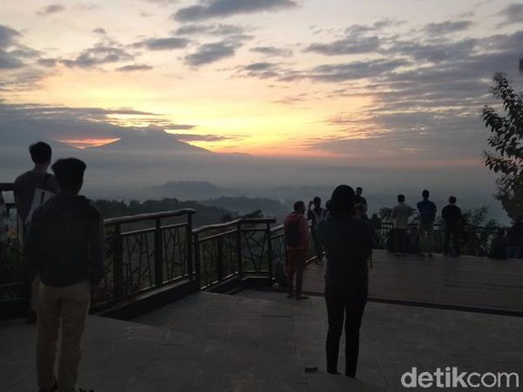 Punthuk Setumbu, Spot Sunrise Favorit di Magelang