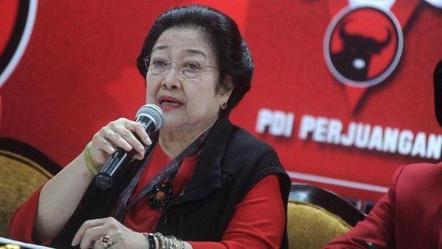 Firli mengaku pernah makan malam dengan Ketua Umum PDIP Megawati Soekarnoputri dan Wakabareskrim Irjen Antam Novambar, namun membantah membicarakan kasus dan hanya supervisi.