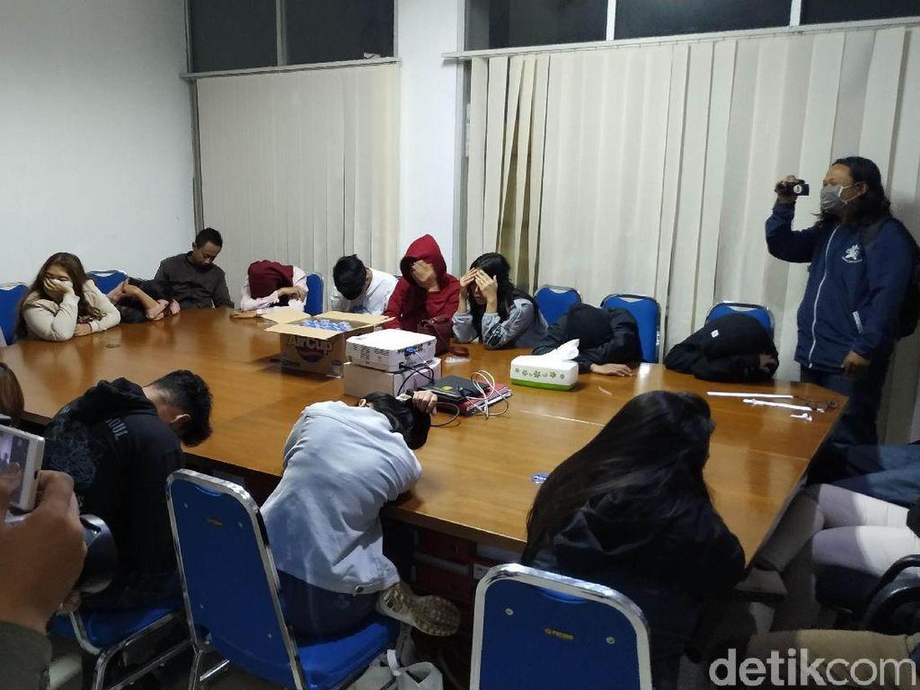 Razia di Bandung, Petugas Amankan Airsoft Gun dan 14 Pasangan Ngamar