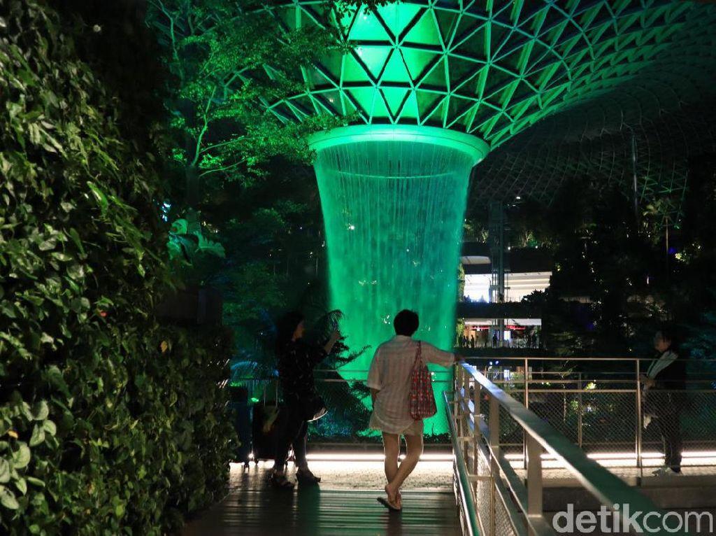 6 Restoran Halal di Jewel Changi Singapura
