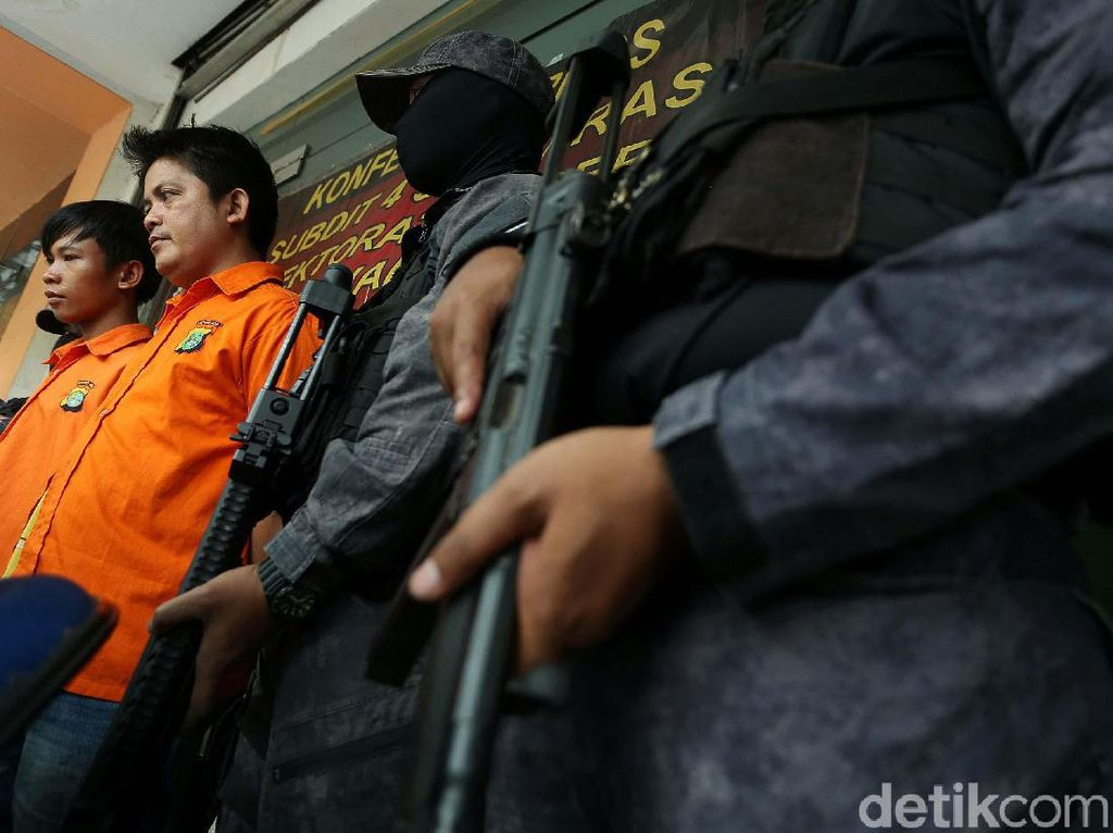 Polisi Bekuk Pelaku Pencurian Melalui e-Banking