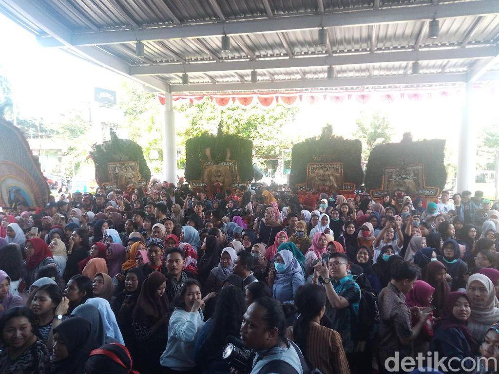 Suasana Gala Premiere Bumi Manusia dan Perburuan di Surabaya