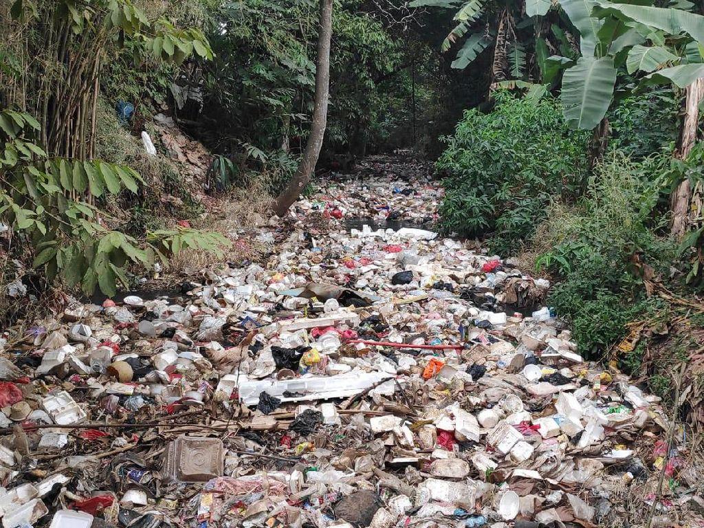 Sampah Menumpuk di Kali Utan Kayu, Wali Kota Depok Kritik Budaya Warga