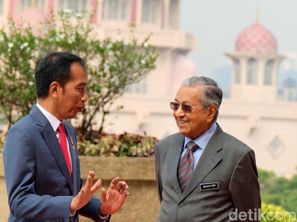 Kunjungan Balasan, Jokowi Temui PM Mahathir di Malaysia