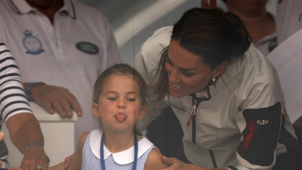 Momen Charlotte Julurkan Lidah ke Publik, Ini Reaksi Kate Middleton