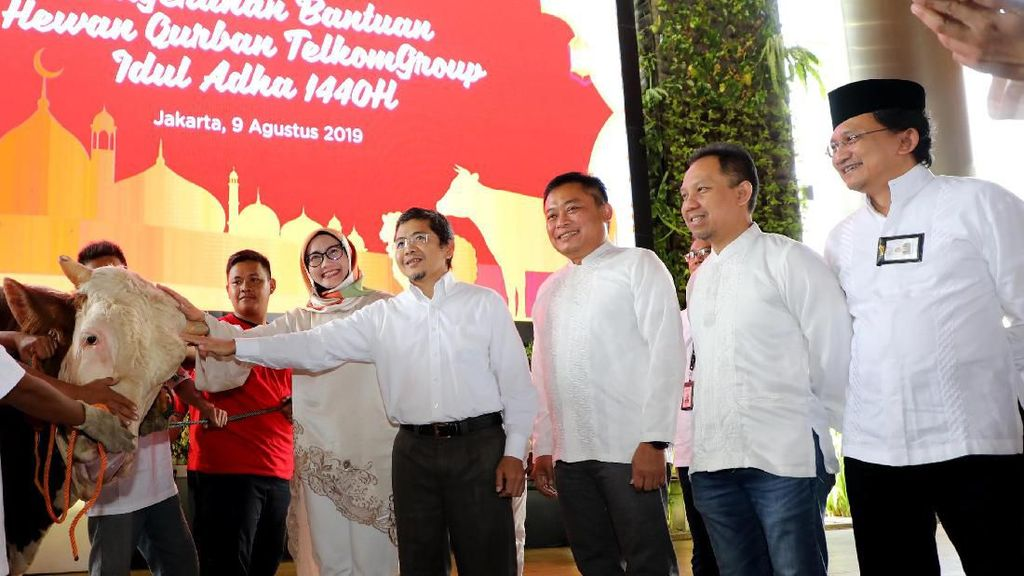 TelkomGroup Tebar Hewan Qurban ke Pelosok Nusantara