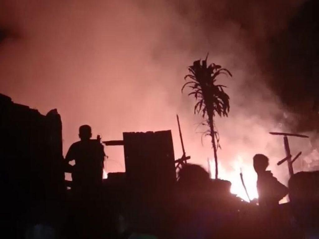 2 Rumah Terbakar di Kaki Gunung Tangkuban Perahu