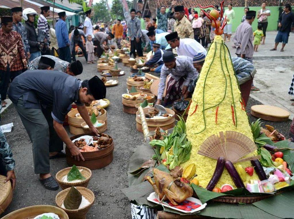 Ini 10 Tradisi Makan Besar Idul Adha di Indonesia