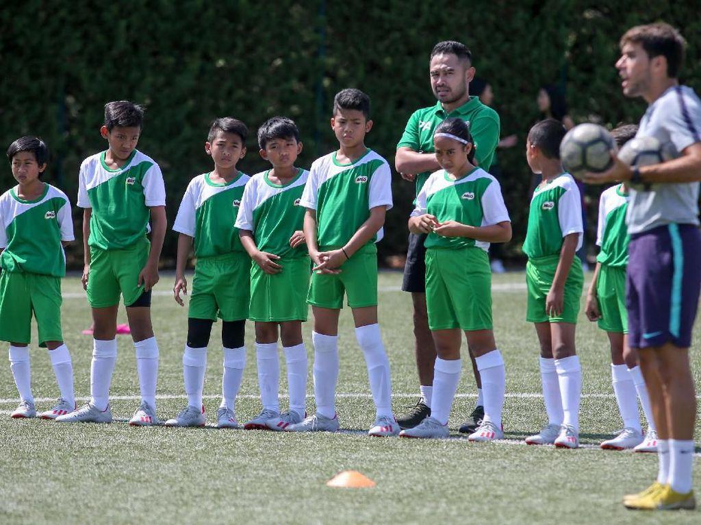 8 Anak-anak Indonesia Jalani latihan di Barcelona