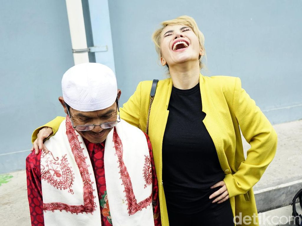 Ketawa Ngakak, Dinar Candy dan Sang Ayah Ngapain?