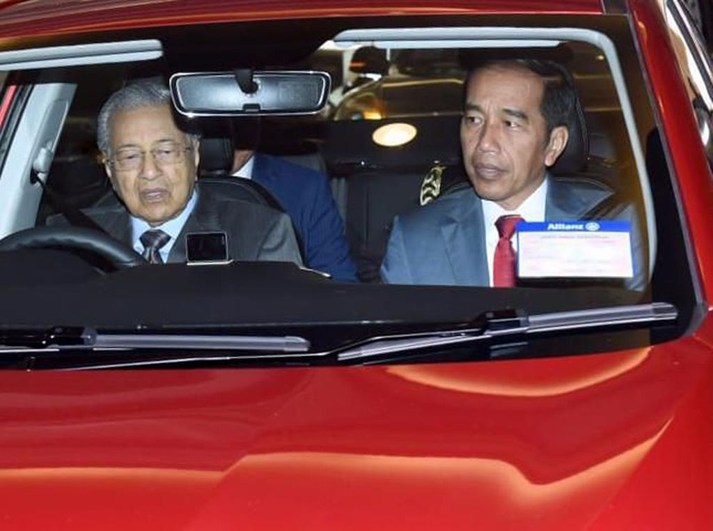 Mahathir Mohamad Menjamu Jokowi dengan Cucur Udang dan Kambing Bakar