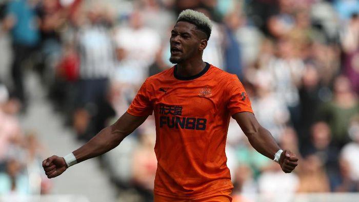 Dilansir BBC, Joelinton menjadi rekrutan ke-10 termahal di Liga Inggris pada musim panas ini. Penyerang Brasil itu dibeli Newcastle United dari Hoffenheim seharga 40 juta paun atau Rp 689,3 miliar. (Foto: Ian MacNicol/Getty Images)