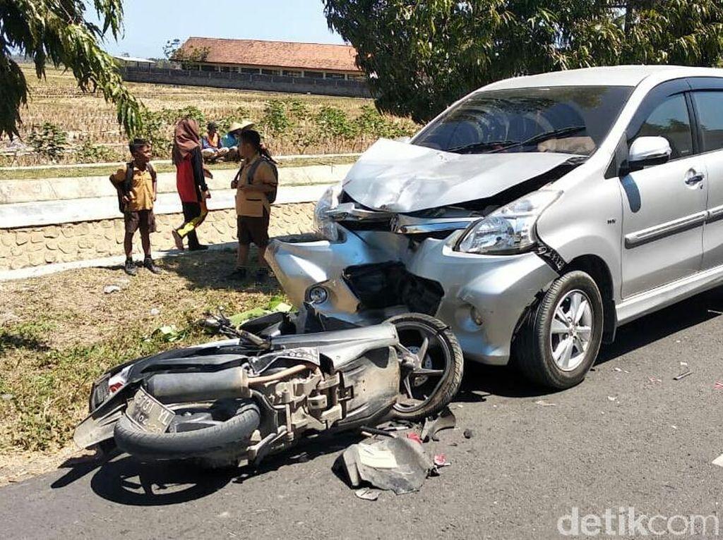 Pemotor Tanpa Identitas Tewas Tertabrak Mobil di Purworejo