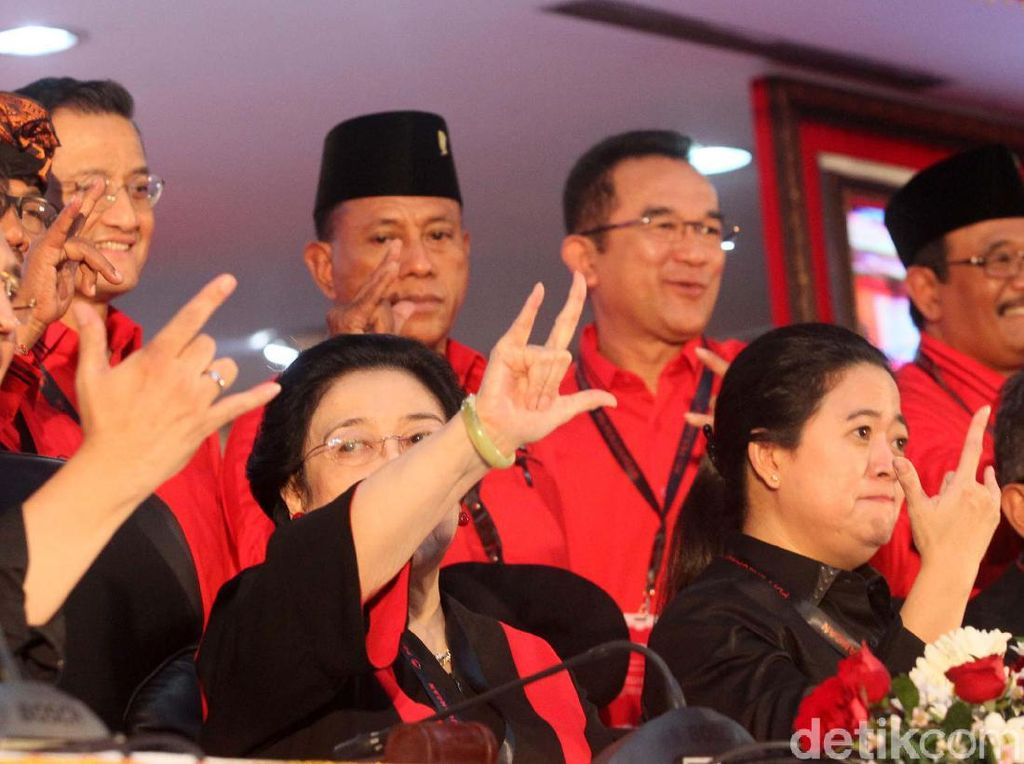 Pose Metal Megawati, Puan dan Prananda