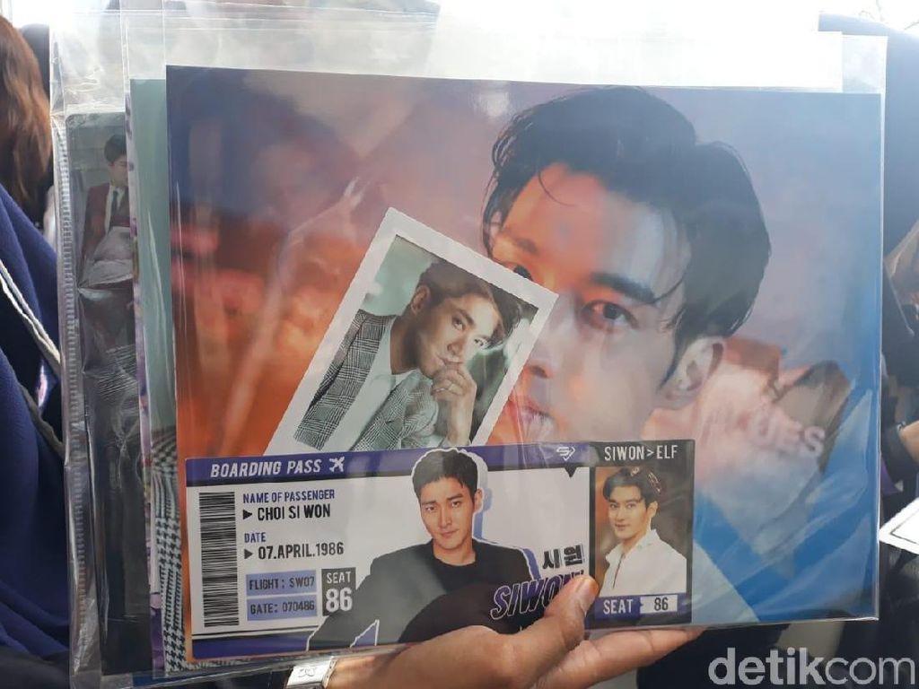 Merchandise K-Pop Bertebaran di Venue Fanmeeting Siwon SuJu