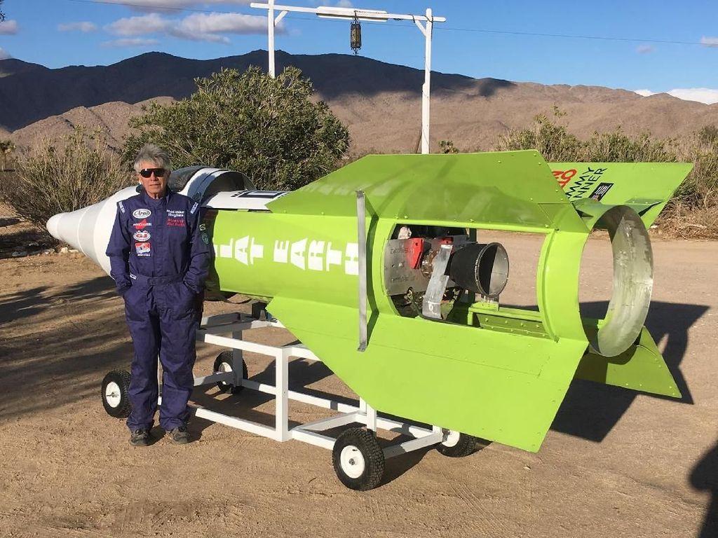 Terbang Naik Roket Sendiri, Pria Ini Ingin Buktikan Bumi Datar