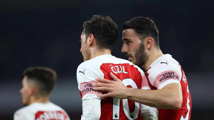 Mesut Oezil dan Sead Kolasinac absen saat Arsenal hadapi Newcastle United (Catherine Ivill/Getty Images)