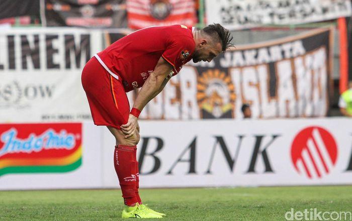 Persija Jakarta berhadapan dengan Bhayangkara FC dalam lanjutan Liga 1 2019. Macan Kemayoran ditahan imbang 1-1 oleh Bhayangkara FC.