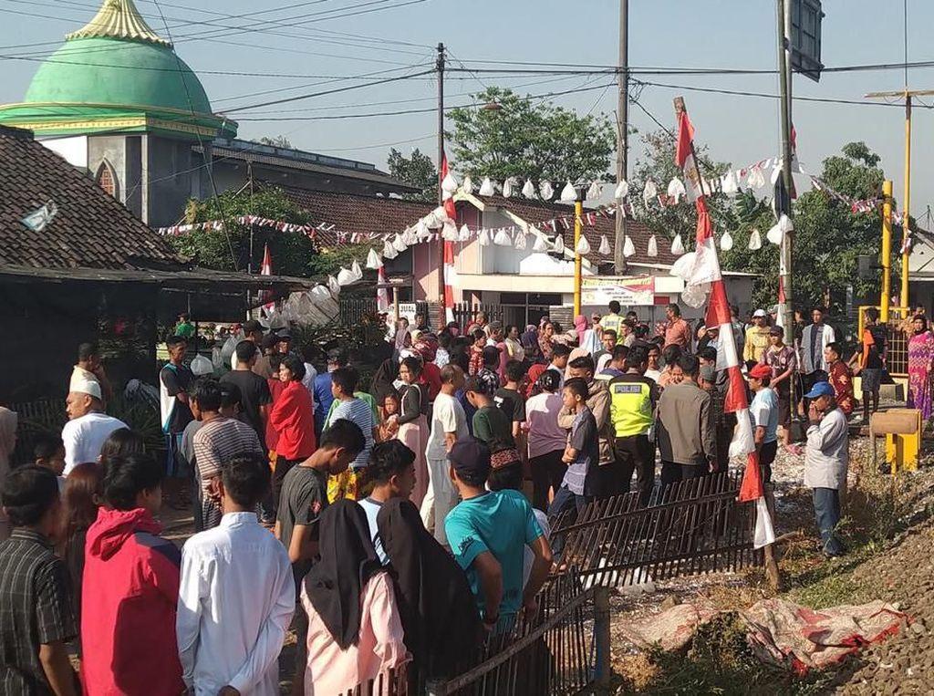 Tukang Ojek dan Pelajar SMP di Malang Tewas Tertabrak KA Penataran