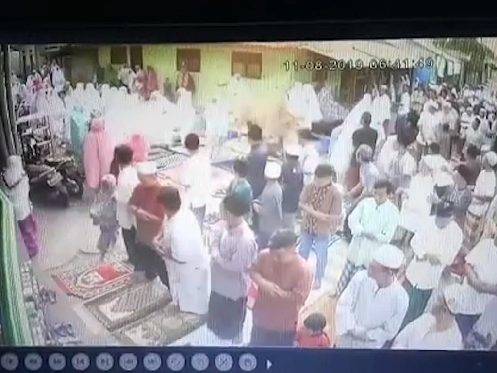 Lagi Khusyuk Salat Id, Jemaah Masjid Bubar Gegara Sapi Kurban Lepas