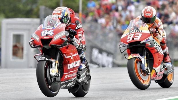 Andrea Dovizioso mengalahkan Marc Marquez di tikungan terakhir pada balapan MotoGP Austria 2019.