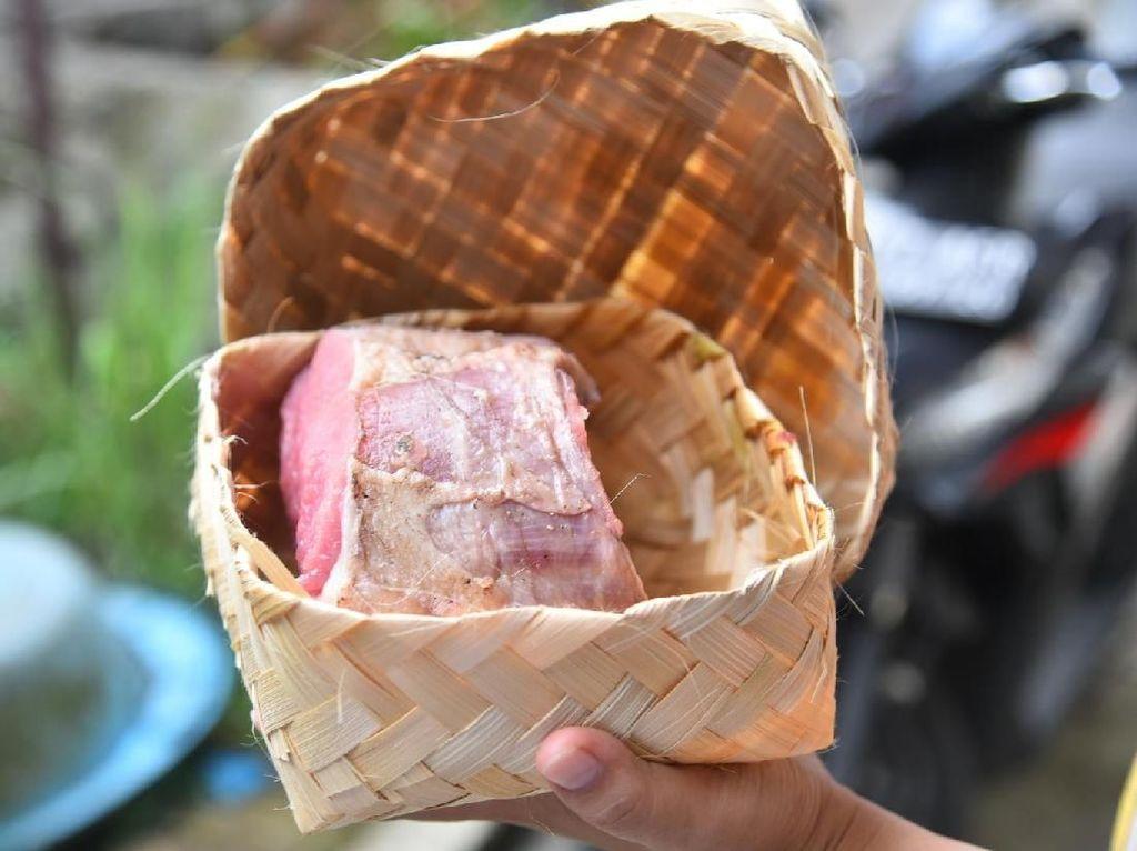 Warga Bandung Tunggu Daging Kurban di Rumah Saja